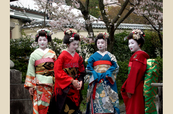 See geishas in Kyoto's old Gion entertainment district