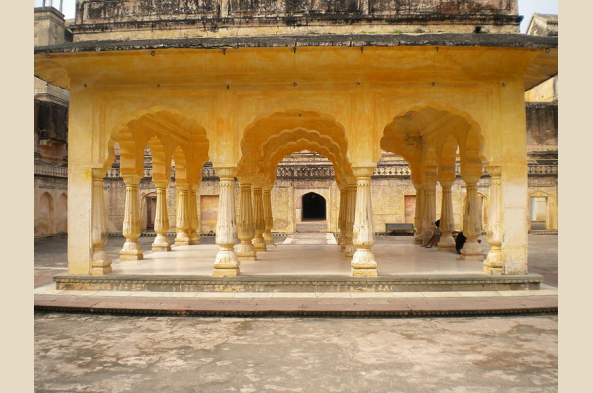 Explore Amber Fort, including Baradhari Pavilion (photo by Vssun)