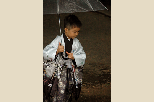 Boy at Shichi go-sah in November