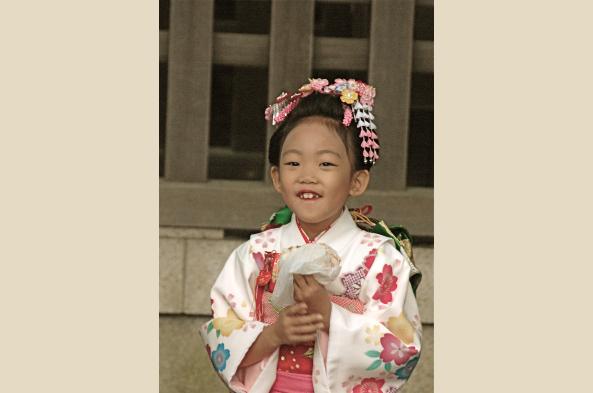 Girl at Shichi go-sah in November
