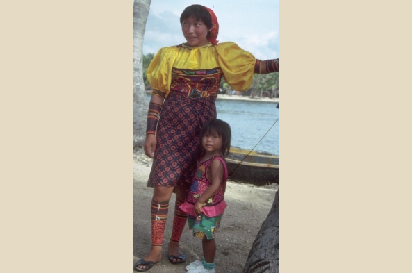 A Kuna woman and her child
