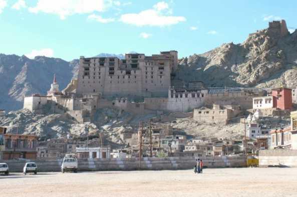 Visit the ruins of the Royal Palace in Leh