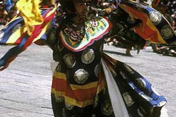Enjoy the festivities and dances of the Tsechu